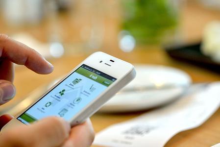 im restaurant bequem mit dem smartphone am tisch bezahlen. Black Bedroom Furniture Sets. Home Design Ideas