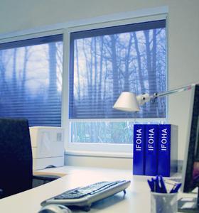 durchsichtige sonnenschutzrollos von ifoha sonnenschutz bei gleichzeitiger durchsicht nach. Black Bedroom Furniture Sets. Home Design Ideas
