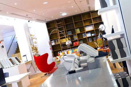 the conran shop paris a design and decoration mecca is won over by the stylish looks of odyss. Black Bedroom Furniture Sets. Home Design Ideas
