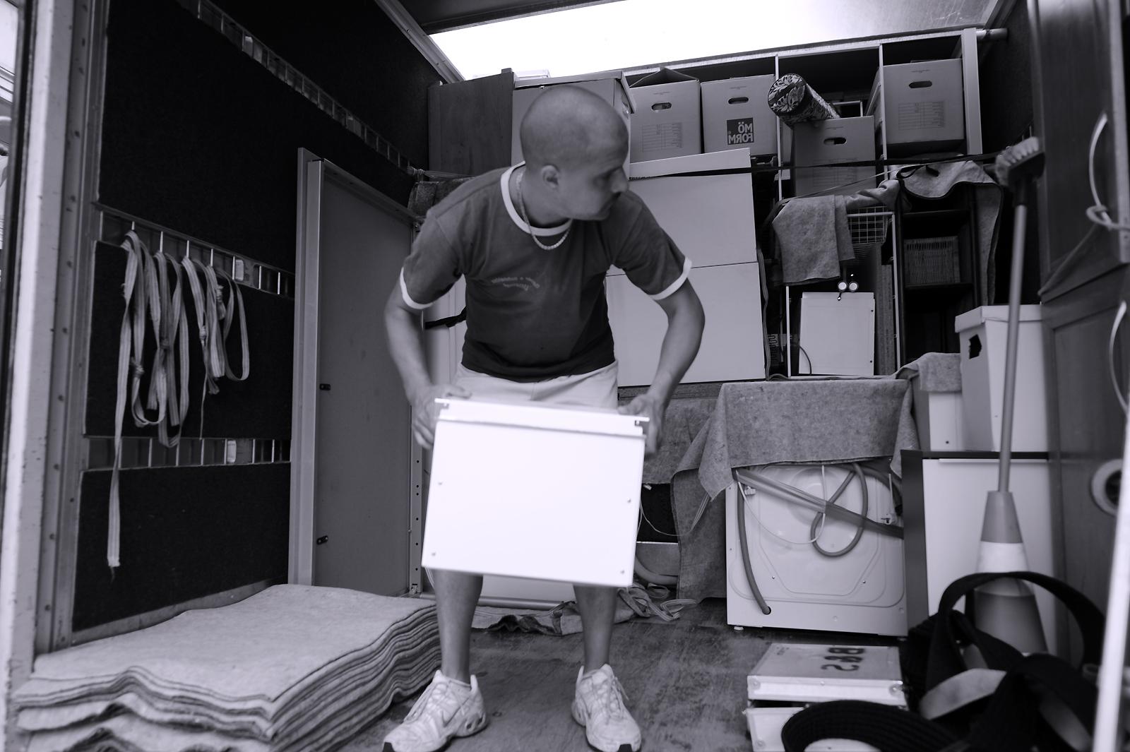 umzug fr hbucherrabatt gibt es auch bei der lkw vermietung umzug ag pressemitteilung. Black Bedroom Furniture Sets. Home Design Ideas