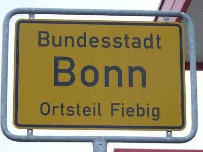 Den Ortsteil gibt es nicht in Bonn, aber der Bauhof wird mit dem schönen Schild geschmückt