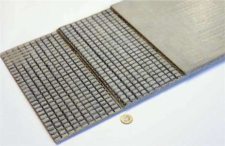 Beispiel für Faser-Matrix-Haftung: Ein Textilbeton-Plattenelement mit hochfester Carbonbe-wehrung, Bild: TU Dresden/CCeV
