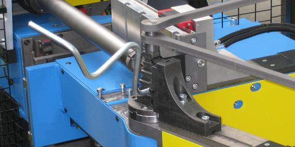 Neu im TRACTO-TECHNIK Produktprogramm: Die servo-elektrische Mehrniveau-Rohrbiegemaschine TUBOTRON 25 MR