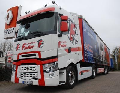 renault trucks t kundenauslieferungen in deutschland gestartet volvo group trucks central. Black Bedroom Furniture Sets. Home Design Ideas