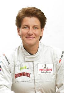 Rennsportlegende Ellen Lohr ist das neue Gesicht der Marke NIGRIN.