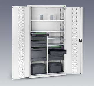 cubio Schrank als Depot und Auffüllstation für Servicekoffer und Trageboxen
