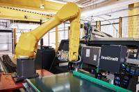 BU 1: In der Presse werden Böden und Rückwände miteinander verschraubt sowie Zargen-Systeme und Siphoneinsätze voll automatisiert montiert.