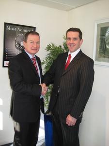 v.l.n.r. Graham McBeth (President Avnet Abacus) & Ben Sutherland (Power Integrations)