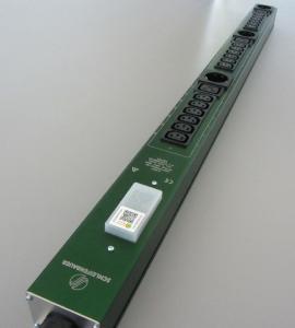 Das in die PDU integrierte Funkmessmodul erfasst alle Stromwerte und liefert so die Datenbasis, um die Lastverteilung am Rack zu optimieren