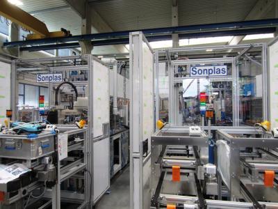 Die Sonplas GmbH stellt seit 1993 für Kunden weltweit automatische Montage-, Fertigungs- und Prüfanlagen für die Entwicklung und Produktion am Standort Straubing her (Bild: Sonplas GmbH)