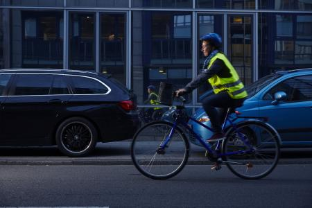 Fahrradfahre im Dunkeln