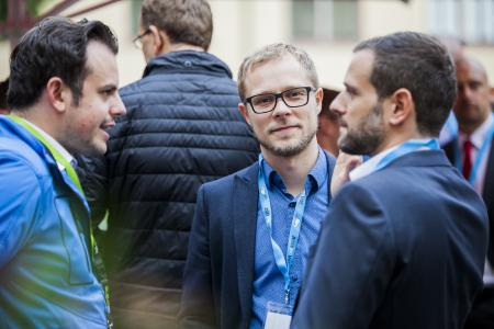 Teilnehmerdialog während des Vorabendevents