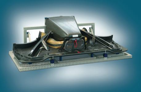 Links: Alufix-Vorrichtung wurde zum Transport oder zur Lagerung zusammengeklappt Rechts: Vorrichtung in Justierposition