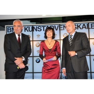 Eröffnung BMW Kunstadventskalender 1. Dezember 2009, BMW Kurfürstendamm, v.l. Hans-Reiner-Schröder, Leiter der BMW Niederlassung Berlin, Anja Kruse, Karsten Engel, Leiter Vertrieb Deutschland der BMW Group