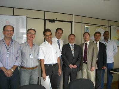 Grünbeck-Vertreter bei der Vertragsunterschrift für das Pilotprojekt