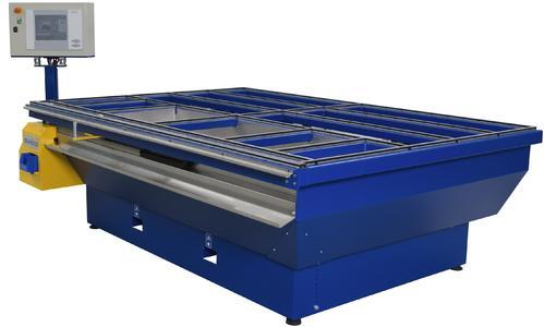 Beschlagtisch FPM 250 AV: Maße von Riegelstangen und Glasleisten werden exakt erfasst