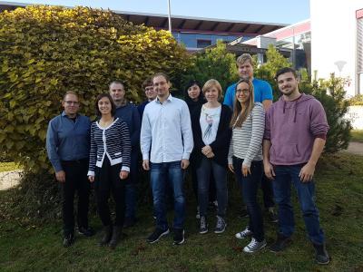 Das Team SensAble nimmt am internationalen studentischen Wettbewerb SensUs teil; Prof. Dr. Sven Ingebrandt (ganz links) betreut