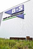 Auf einem Freigelände vor dem Firmensitz von B+S hat das Unternehmen zusammen mit animonda zehn Bienenstöcke aufgestellt. (Foto: B+S)
