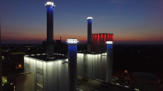 Nach einer Untersuchung der städtebaulichen Einordnung lag die Anforderung darin, nur die Anlagenteile zu beleuchten, die auch von außerhalb des Kraftwerksgeländes gesehen werden können