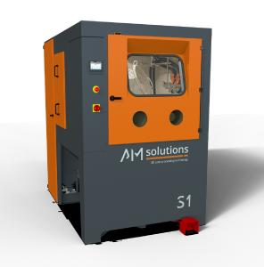 Die neue S1 für das automatisierte Entpulvern und Reinigen kleinerer bis mittlerer Serien von AM-Kunststoffteilen verfügt über Ausstattungsdetails, die die Nachbearbeitung schneller, effizienter, sicherer und reproduzierbarer machen als marktübliche Lösungen.  Bildquelle: Rösler Oberflächentechnik GmbH