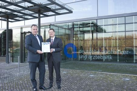 Eckhard Lüdering, Vorstand der apoBank, (links) und Andreas Brinkmann, Geschäftsführer der WSW 3/4/5 Energie GmbH