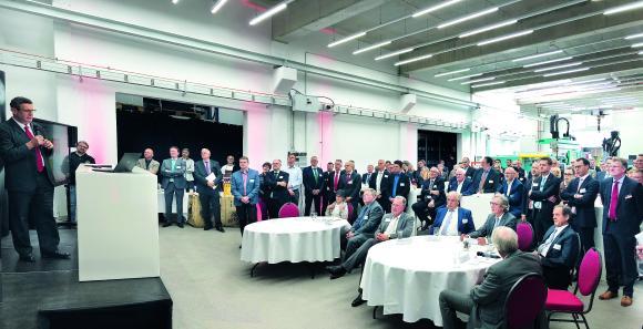 Torsten Urban, Projekt- und Bereichsleiter der Aus- und Weiterbildung am Kunststoff-Institut Lüdenscheid bei seinem Vortrag während der Eröffnung des neuen Polymer Training Centre