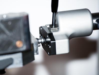 Die Adaptierung zur Werkzeugplatte ist derzeit ein EROWA-System