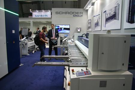 Die PDC Power-Duo-Cut NC ist eine Tafelschere mit vielen praktischen und blechschonenden Details / Bildquelle: Schröder Group