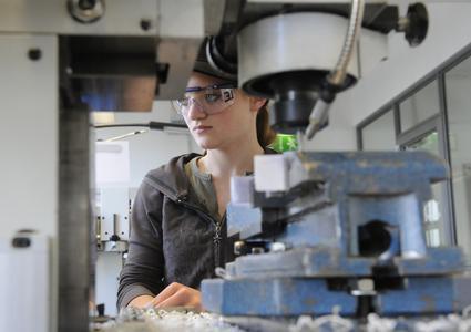 35 Schülerinnen besuchen am Girls' Day den Brose Standort in Coburg und bekommen eine Einführung in die technischen Berufsbilder
