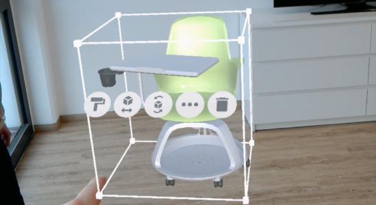 Ein holografisches Steelcase-Objekt mit Menü-Optionen zum Vergrößern, Drehen und Löschen