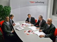 Left side: Thomas Hein – Head of Sales Europe - Eurocopter, Wolfgang Buchner – Head of Sales Central Europe - Eurocopter;Right side: (back) Steffen Lutz –Executive Board -  DRF Luftrettung, DR. Wolfgang Schoder – Executive Vice President Programs - Eurocopter, Hans Jörg Eyrich – Executive Board - DRF Luftrettung; © Copyright DRF Luftrettung