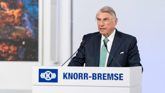 The Chairman of the Supervisory Board, Prof. Dr. Klaus Mangold, opens the Annual General Meeting of Knorr-Bremse AG at the company's headquarters in Munich.   © Knorr-Bremse
