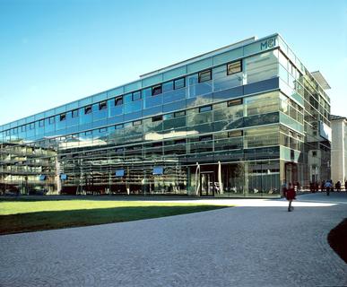 Das Management Center Innsbruck, als feste Größe am heimischen Standort in ein weltweites Netzwerk eingebunden, wird mit dem europäischen ECTS-Label ausgezeichnet. © MCI