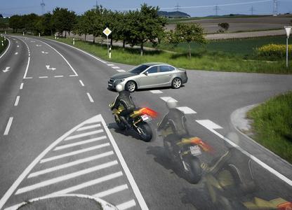 2008 starben in Europa 5 520 Motorradfahrer im Straßenverkehr. Mit ABS kann der Fahrer schneller bremsen und sicherer ausweichen