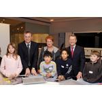 Bayerns Kultusminister Sigfried Schneider besucht Junior Campus der BMW Welt