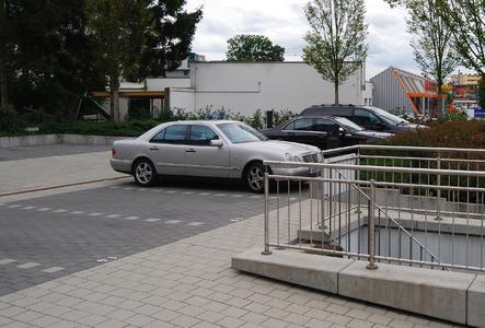 Wirtschaftliche Lösung auf Dächern: Geh- und Fahrbeläge auf Fixodrive FX 50.