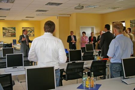 Bei der Eröffnungsfeier betont Geschäftsführer Detlef Ganz den wichtigen Stellenwert der neuen Bito-Akademie für die Mitarbeiterentwicklung.