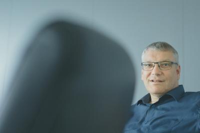 """""""Mit Basic Line Monitoring sieht man die wirklichen wichtigen Werte auf einen Blick, ohne groß danach zu suchen"""", sagt Wolfgang Heßelmann, zuständiger Product Expert für das Innoline MES bei KHS"""