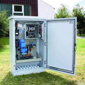 Compact sera dosing cabinet for outdoor installation with intelligent control. The special outdoor cabinet protects effectively against vandalism and fits ideally into the landscape