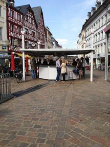 Weinstand auf dem Trierer Hauptmarkt