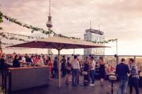 Bestes Wetter bei der 10 Jahre samedi Jubiläumsfeier über den Dächern Berlins, Foto: Robert Bergemann