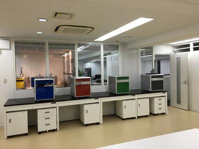 In den modern gestalteten Büroräumen in Yokohama befindet sich auch ein Showroom für Produktpräsentationen.