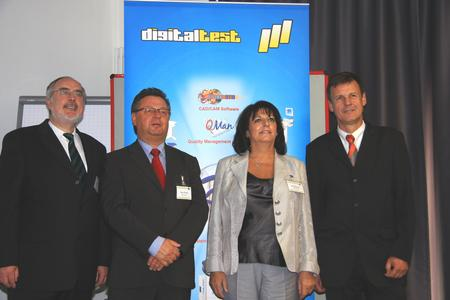 Photo von links nach rechts: Oberbürgermeister  Stutensee, Herr  Demal, Hans Baka (Digitaltest), Frau Boctor (Digitaltest) , Ministerialdirigent Leßnerkraus, Wirtschaftsministerium Stuttgart
