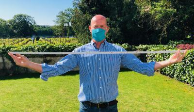 Gerade in der Sommerzeit können Workshops unter Hygienevorkehrungen auch gut draußen stattfinden. Günther Illert unterstützt dabei.