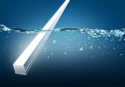 Mit der Schutzart IP 68 und einer Stoßfestigkeitsgrad von IK 10 ist die neue LED-Linearleuchte AQUALUC S:OLID für verschiedenste Einsatzgebiete optimal gerüstet