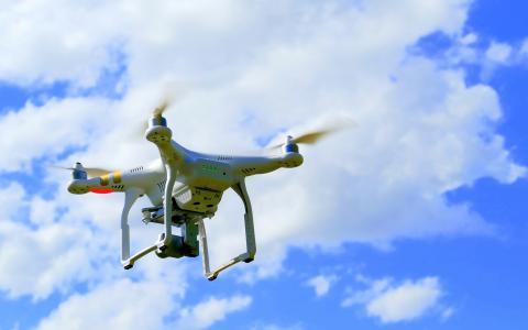 Positionsbestimmung: Um eine exakte Karte erstellen zu können, muss die Drohne jederzeit wissen, wo sie sich befindet. Das funktioniert bisher nur im Freien per GPS. Für Innenräume entwickelt das IPH eine neue Technologie / Bildlizenz: CC0 Public Domain – Freie kommerzielle Nutzung, kein Bildnachweis nötig