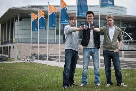 -Diese Studenten der TU Ilmenau kamen ins Finale des internationalen Ideenwettbewerbs von HTC (v.l.n.r.: Markus Kniep, Christian Henke, Michael Lückgen) (© TU Ilmenau/Christoph Gorke)