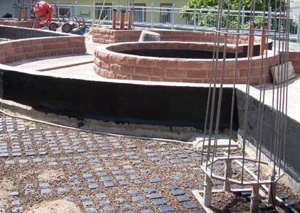 Floradrain® FD 60 was installed across the entire area beneath the stone walls, walkways and of course beneath the subsequent plants. This ensures water run-off across the entire area, Photo: ZinCo