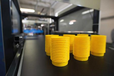 Formstabil, material- und platzsparend: Thermogeformte Schutzelemente – neu im Programm bei Pöppelmann KAPSTO®