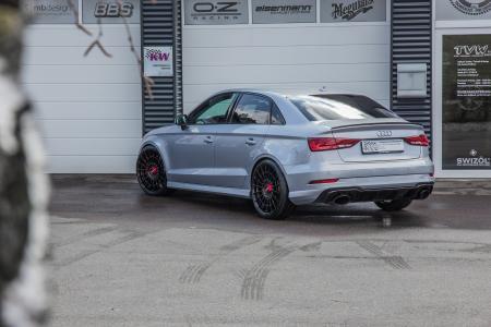 Mit herkömmlichen Federn verschiedener Anbietern ist eine stufenlose Tieferlegung am Audi RS3 nicht möglich.